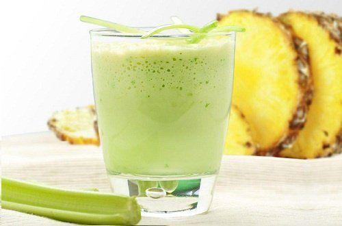 Rețetă pentru detoxifiere. Ce salate și smoothie-uri vă pot pune organismul pe picioare
