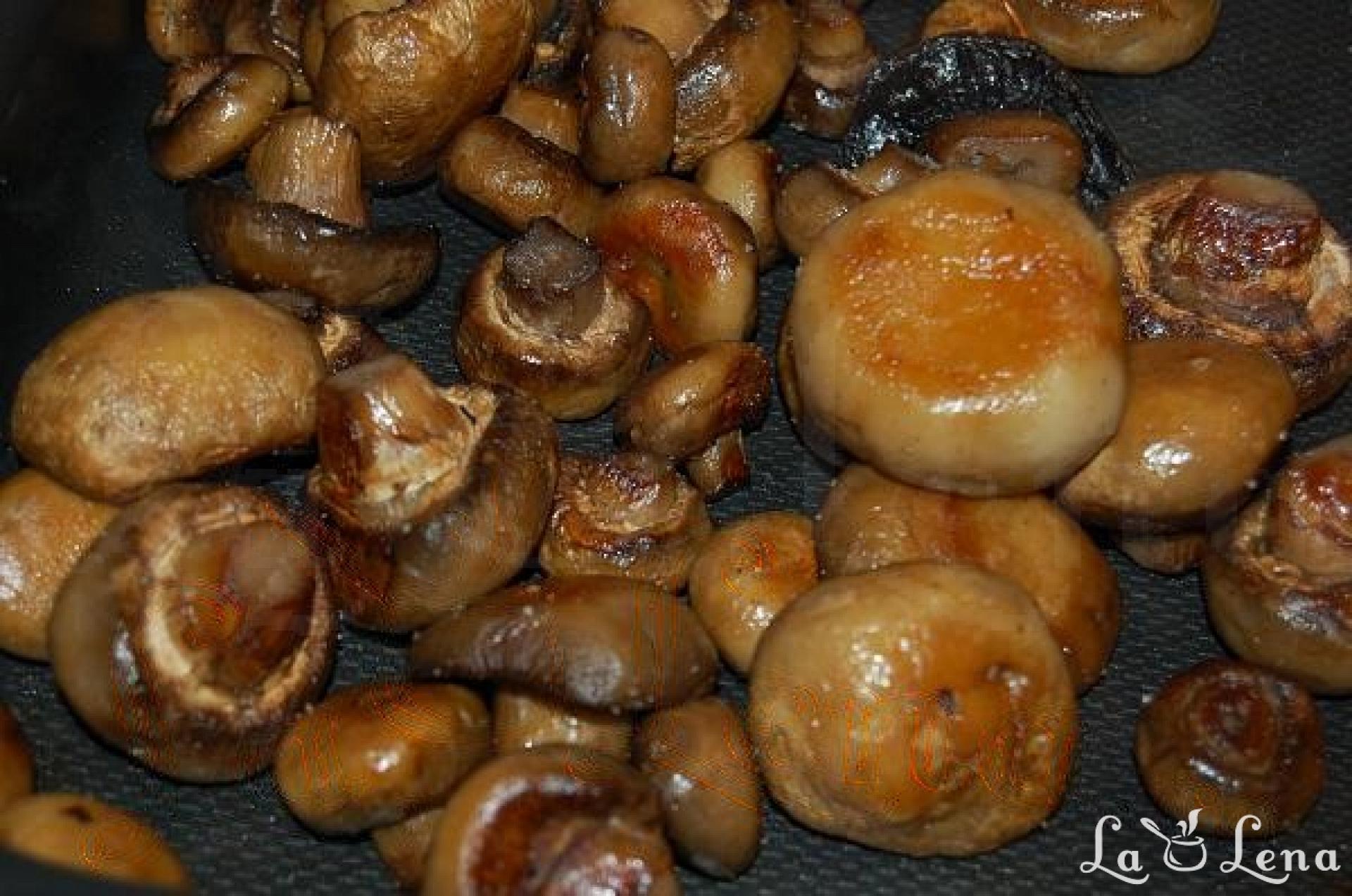 ciuperci taiate la cuptor)
