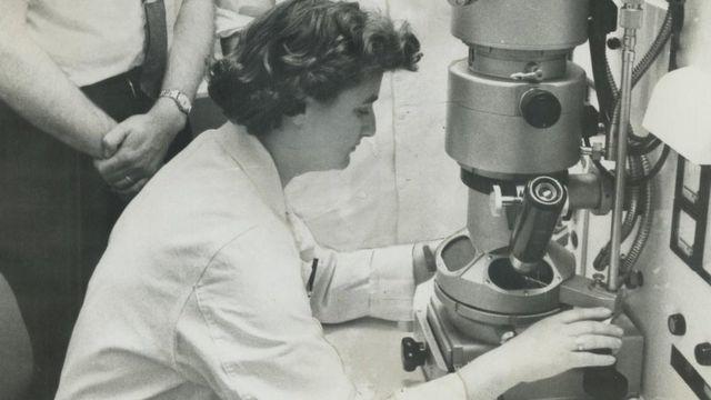 Dr. Johann Loibner - Originea si istoria vaccinurilor