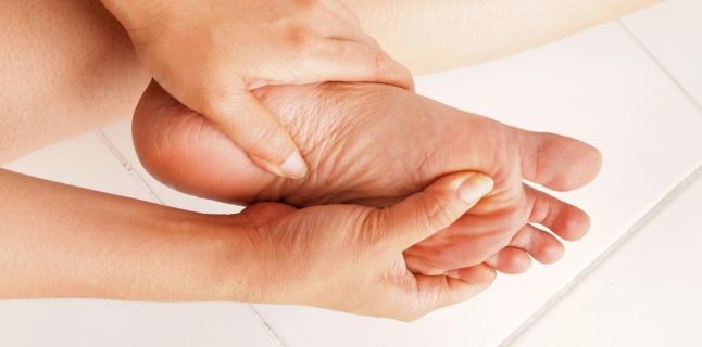 durere între degetele unui copil)