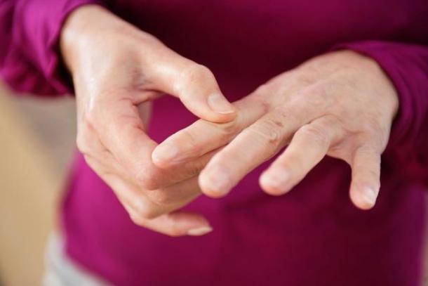 tratament vârf între degete